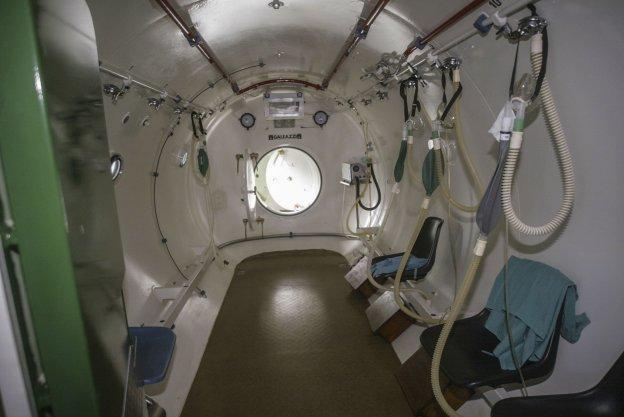 Instalaciones de la cámara hiperbárica de Valdecilla. Carthago Servicios Técnicos em`resa mantenedora de equipos a presión.