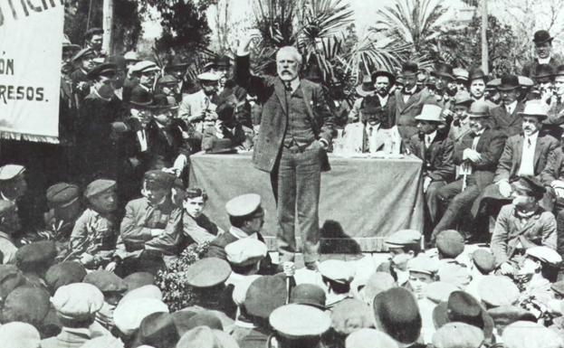 Pablo Iglesias da un discurso durante la Semana Trágica de Barcelona.