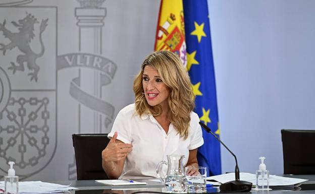 La vicepresidenta cuarta y ministra de Trabajo, Yolanda Díaz, este martes tras el Consejo de Ministros./EFE