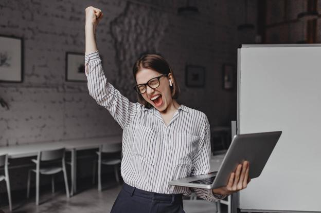 Emprendedora celebra el éxito de su proyecto 'online'./DM