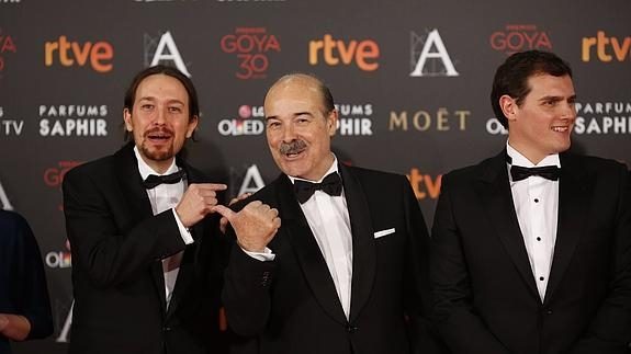 Pablo Iglesias, Antonio Resines y Albert Rivera./